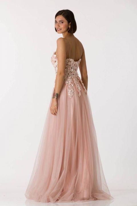 فستان سهرة طويل من التول الوردي بحزام رفيع