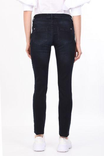 Темно-синие женские джинсовые брюки с детализированными карманами - Thumbnail