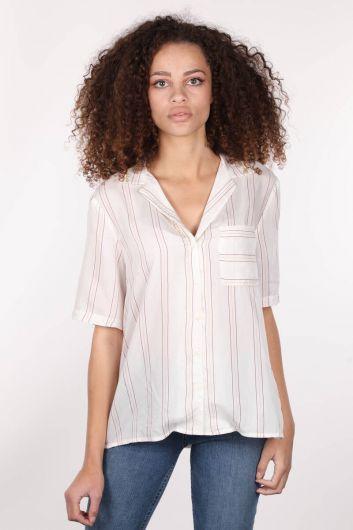 مطرز قميص أبيض قصير الأكمام المرأة - Thumbnail