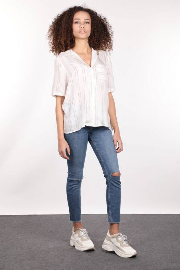 Белая женская рубашка с коротким рукавом с вышивкой на воротнике - Thumbnail