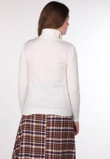 MARKAPIA WOMAN - Женский тонкий вязаный свитер с высоким воротом цвета экрю (1)