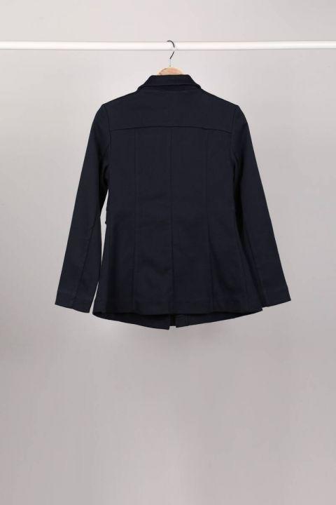 Темно-синяя женская куртка с разрезом на молнии