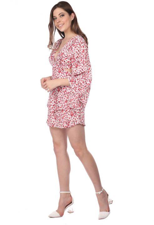 فستان قصير منقوش بظهر منخفض