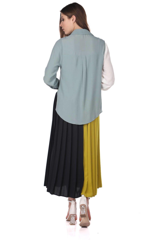 Красочное платье со складками