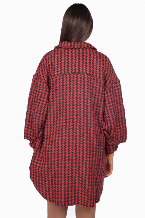 جاكيت نسائي طويل أحمر كبير الحجم مع جيوب