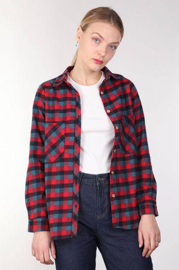 Женская рубашка в клетку с разноцветными карманами - Thumbnail