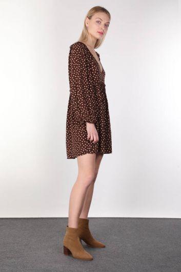 MARKAPIA WOMAN - Коричневое женское платье с короткими рукавами и v-образным вырезом в горошек (1)