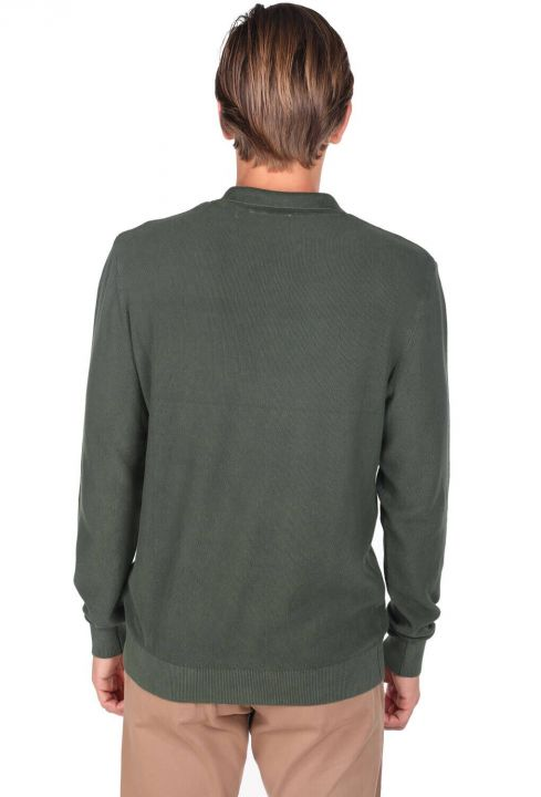 Зеленый мужской свитер с воротником-поло