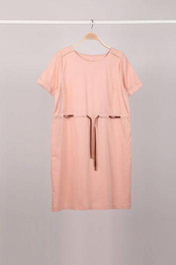 فستان نسائي بأكمام قصيرة بحزام مسحوق - Thumbnail