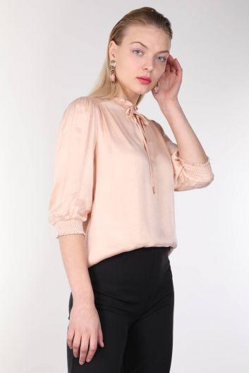 MARKAPIA WOMAN - Женская блузка с пудровым воротником и оборками (1)