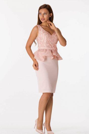 فستان سهرة وردي بفتحة رقبة على شكل V بحزام سميك - Thumbnail