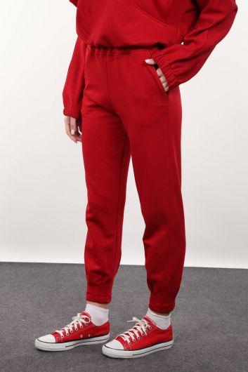 MARKAPIA WOMAN - بنطلون أحمر نسائي مع ملاقط (1)