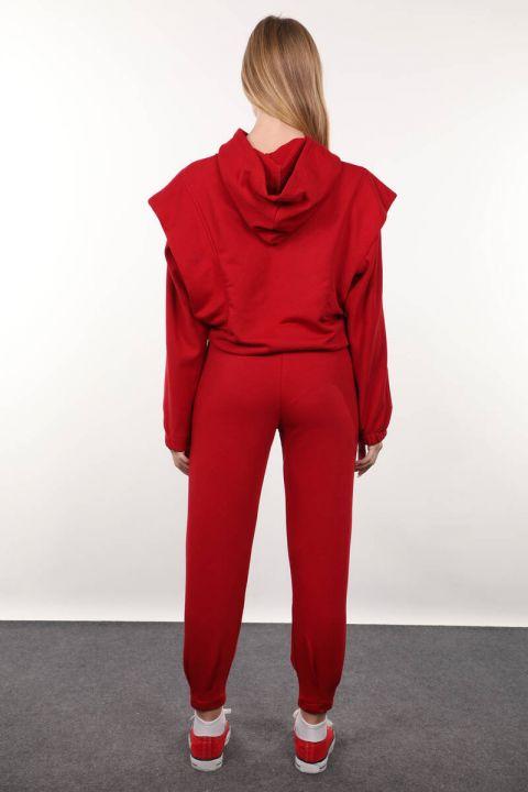 طقم بدلة رياضية بقلنسوة محشو باللون الأحمر