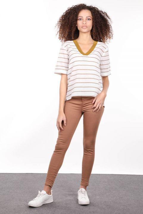 Ribanalı Beyaz V Yaka Kısa Kollu Kadın Bluz
