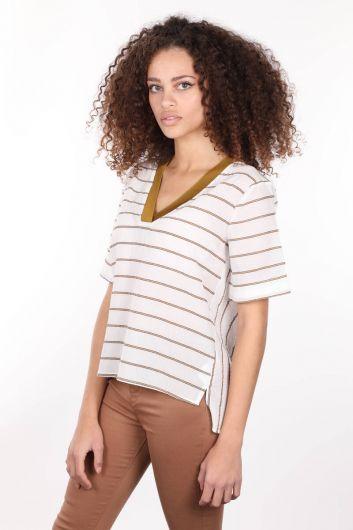 MARKAPİA WOMAN - Белая женская блузка с короткими рукавами и V-образным вырезом в рубчик (1)