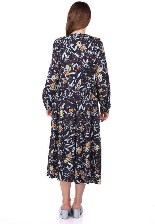 فستان مزخرف بأكمام طويلة