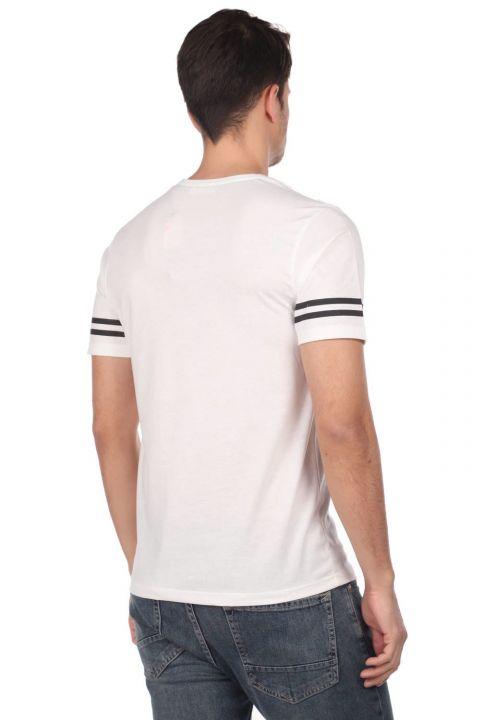 Мужская футболка с круглым вырезом и полосатыми рукавами