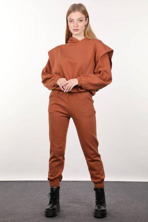 Женский спортивный костюм с капюшоном и утеплителем корицы