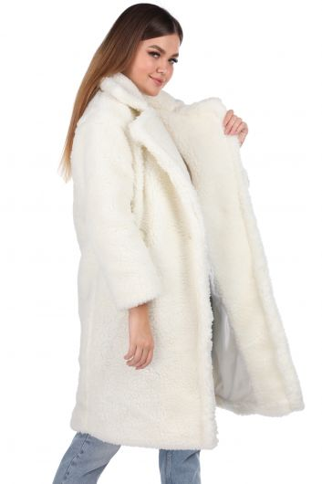 MARKAPIA WOMAN - تيدي قطيفة معطف نسائي أبيض كبير الحجم (1)
