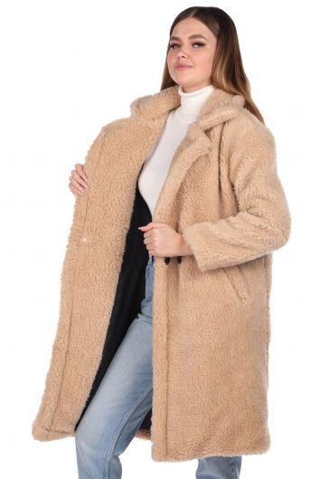 MARKAPIA WOMAN - معطف نسائي بيج كبير الحجم من تيدي (1)