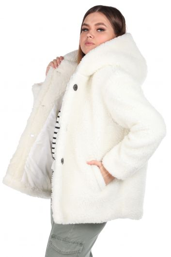 MARKAPIA WOMAN - تيدي قطيفة معطف نسائي أبيض بقلنسوة كبير الحجم (1)