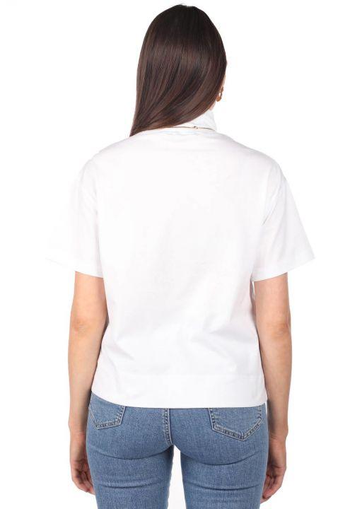 Белая женская футболка с высоким воротом