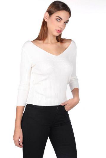 MARKAPIA WOMAN - Женский трикотажный свитер из экрю с V-образным вырезом и половиной рукава (1)