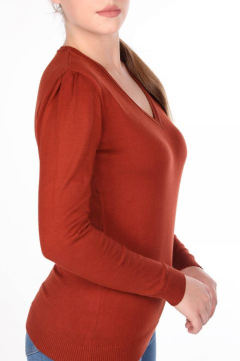 Женский трикотажный свитер с V-образным вырезом