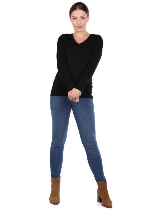 Черныйженский трикотажный свитер с V-образным вырезом
