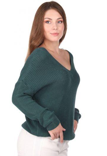 MARKAPIA WOMAN - سترة تريكو نسائية خضراء برقبة على شكل V (1)
