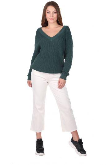 Зеленый женский трикотажный свитер с V-образным вырезом - Thumbnail