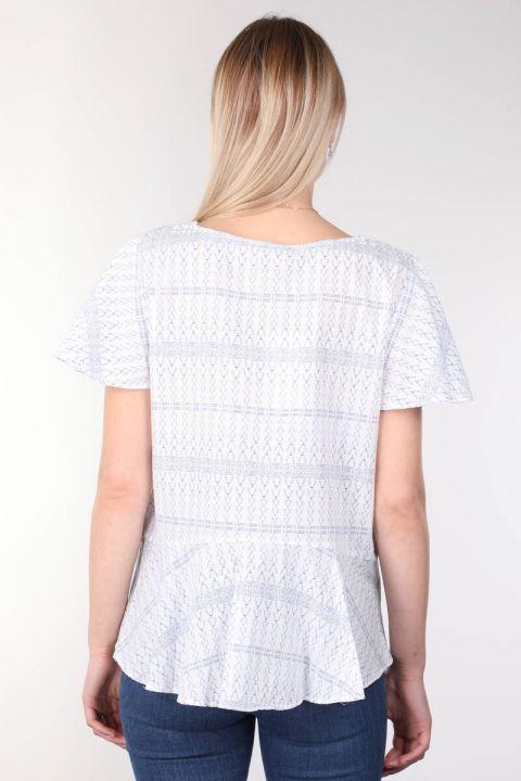 V Yaka Desenli Volanlı Beyaz Kadın Bluz