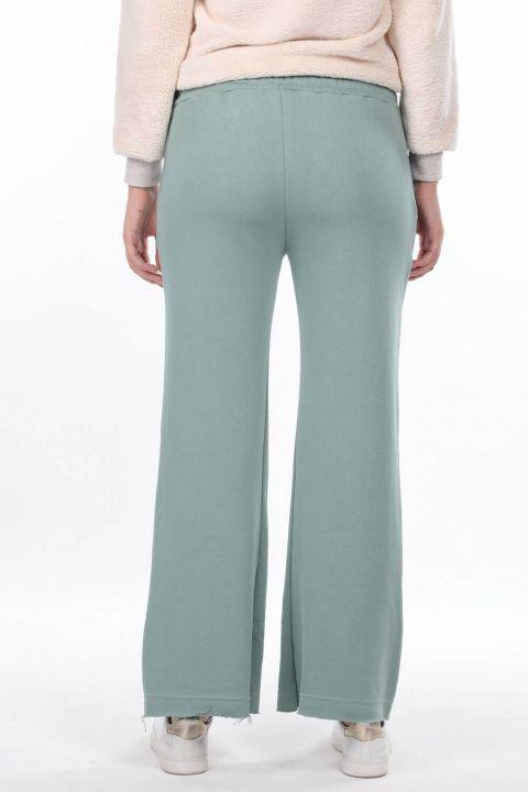 Расклешенные зеленые женские спортивные штаны с эластичной талией