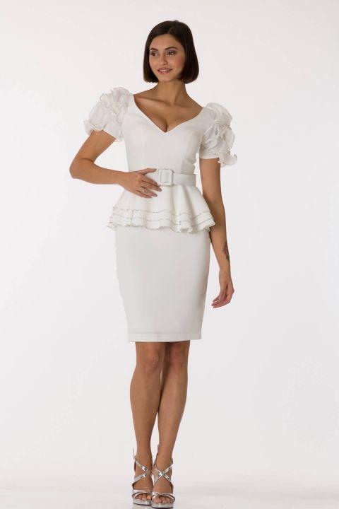 Белый вечерний костюм с поясом и рукавами