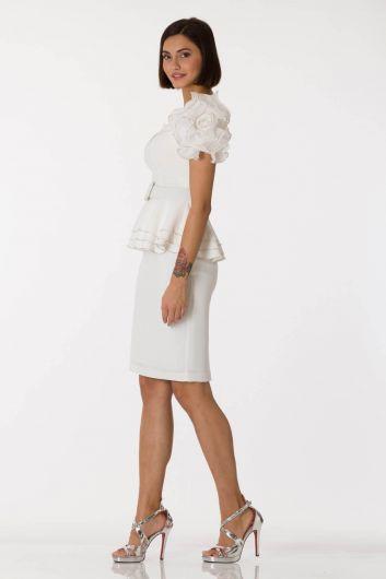 Белый вечерний костюм с поясом и рукавами - Thumbnail