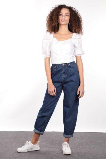 Белая укороченная блуза на пуговицах с эластичной спинкой - Thumbnail