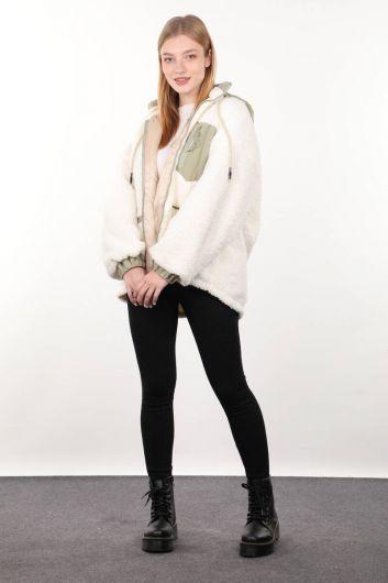 معطف أبيض مبطن بجيب مفصل من القطيفة المتضخم للمرأة - Thumbnail