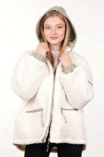 Белое плюшевое женское пальто оверсайз с карманами на подкладке - Thumbnail