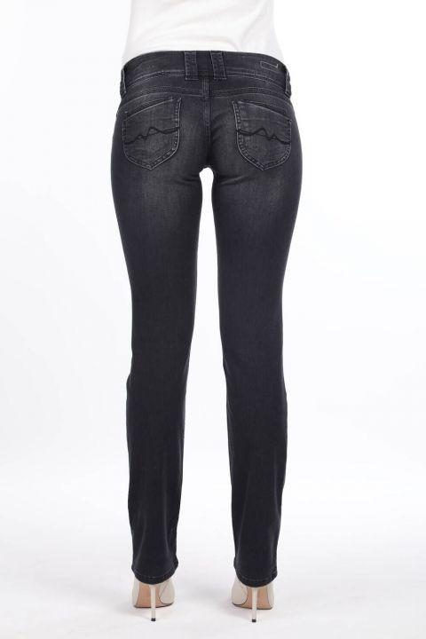 Женские джинсовые брюки антрацитового цвета с низкой посадкой