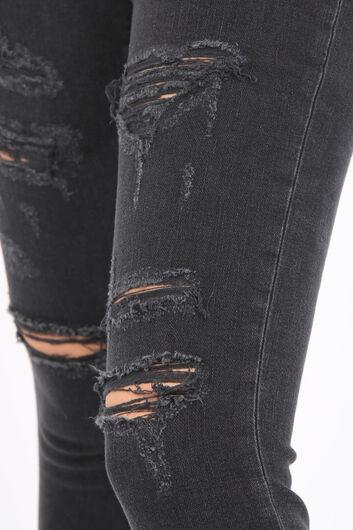 BLUE WHITE - بنطلون جينز نسائي ممزق فحم الإنتراسيت (1)