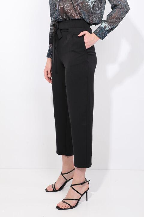 Женские брюки из ткани с высокой талией черного цвета с поясом