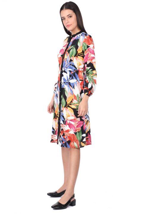 Женское черное платье-рубашка с узором в виде листьев и пуговицами