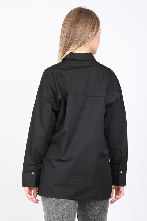 قميص بوي فريند مطرز بشق أسود للنساء