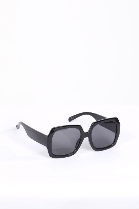 Женские черные солнцезащитные очки в толстой оправе