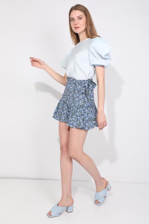 تنورة قصيرة مزينة بالزهور زرقاء للنساء