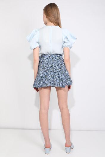 تنورة قصيرة مزينة بالزهور زرقاء للنساء - Thumbnail