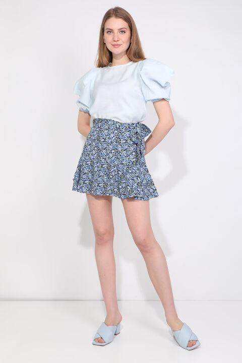 Женская синяя короткая юбка с цветочным принтом и оборками