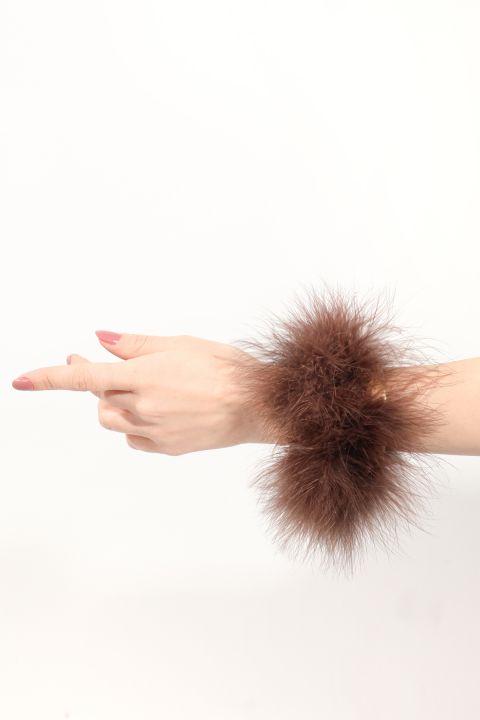 Женский коричневый браслет с перьями