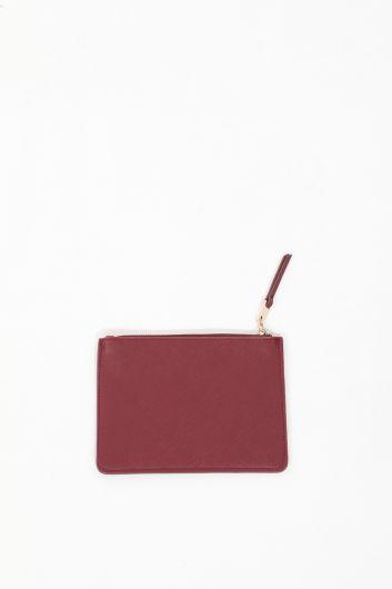 MARKAPIA WOMAN - حقيبة يد صغيرة بجيب عنابي للسيدات (1)