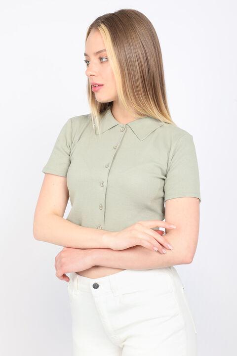 Женская зеленая укороченная футболка с воротником-поло